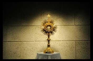 eucharist_monstrance